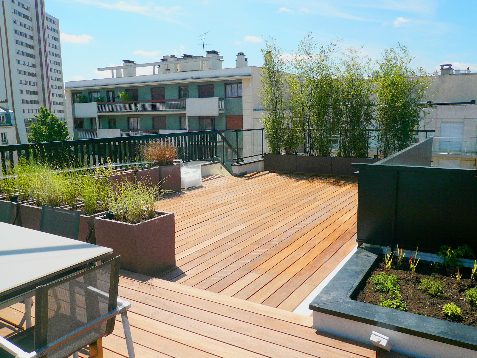 Amnagement paysager terrasse amenagement exterieur maison for Logiciel amenagement piscine