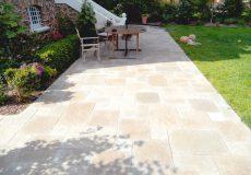 Terrasse réalisée avec une Dalle calcaire beige, Bourg-la-reine