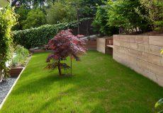 La création de palier dans ce jardin à l'origine en talus a permis d'exploiter au mieux l'espace, Issy-les-Moulineaux