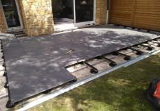 Montage sur plots plastique et rail alu d'un terrasse en dalle 60*60 de grès cérame, Châtenay-Malabry
